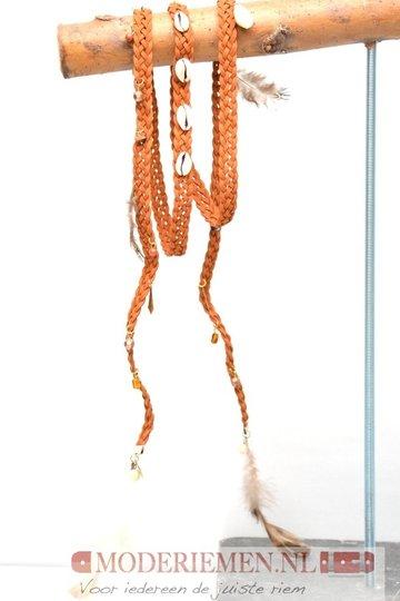 Gevlochten riem met schelpen en veertjes - U20925 cognac